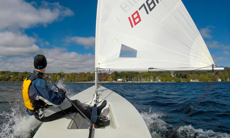 2 sailboats launching at the Barrie Yacht Club